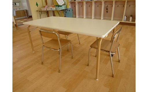 保育園、こども園の机・いすの購入