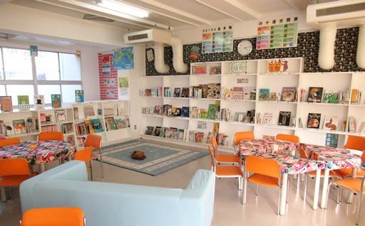 小中学校の学校図書館を整備します